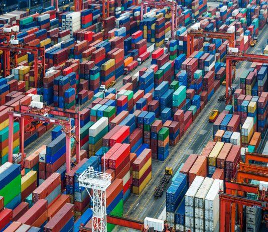 CIMC-Container sind überall auf der Welt im Einsatz. Mit einer Jahreskapazität von rund zwei Millionen Einheiten ist der chinesische Containerhersteller CIMC Weltmarktführer bei Containern. Foto: iStock © hxdyl