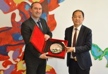 Bayerns Wirtschaftsminister Hubert Aiwanger und Wirtschaftsminister der Provinz Sichuan Liu Xin. Foto: © StMWi/V. Ellerkmann