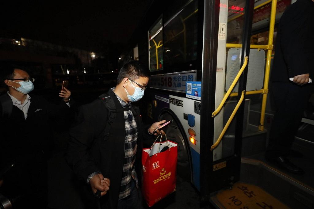 In Wuhan, der am stärksten vom COVID-19-Ausbruch in China betroffenen Stadt, sind seit dem 25. März wieder 117 Buslinien in Betrieb, das sind etwa 30 Prozent der gesamten Busverkehrskapazität der Stadt. Foto: Imago-Bilder / Xinhua (Shen Bohan)